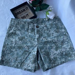 Maurices NWOT camouflage mid-shorts.